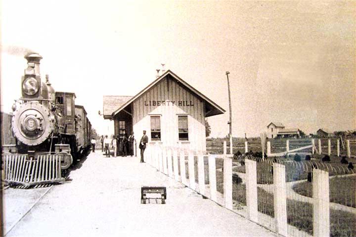 Liberty_Hill_train_station[1]